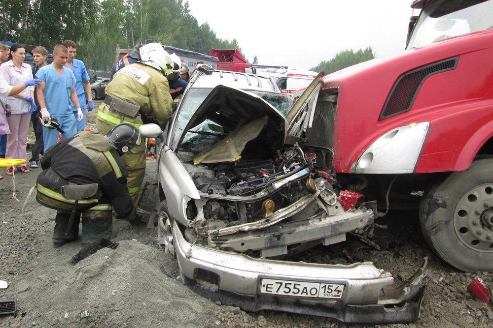 Грузовой автомобиль смял «Subaru Forester» встрашном ДТП, двое погибших