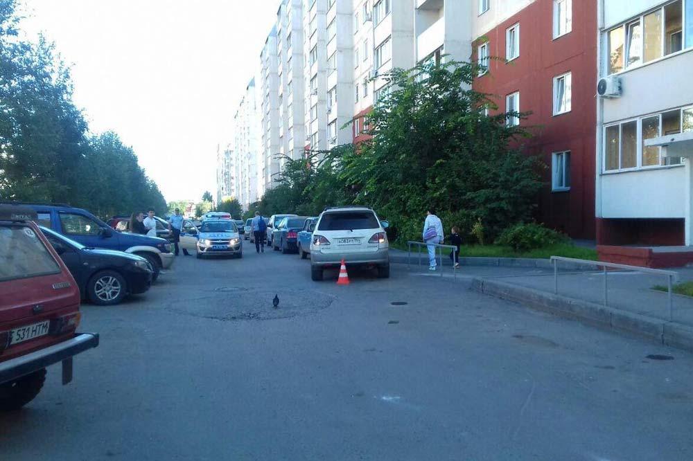 Шофёр «Тойоты» сбил коляску с сыном вНовосибирске
