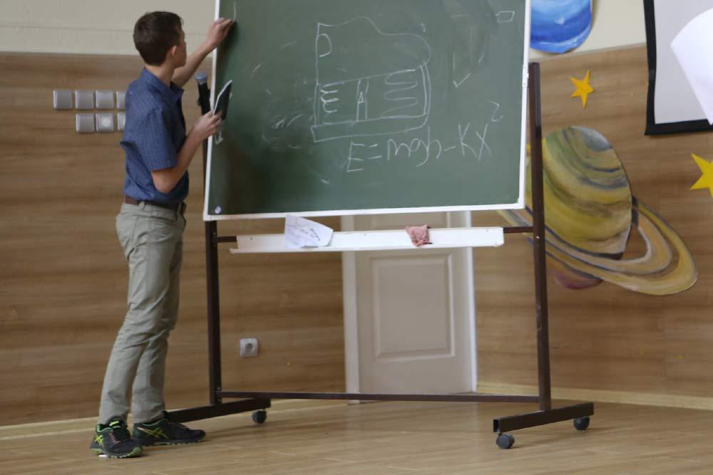 Новосибирский школьник предложил ловцам покемонов туфли-электростанции