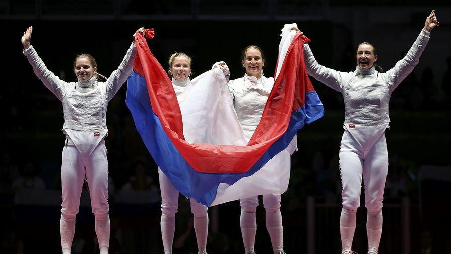 Женская сборная РФ вышла вполуфинал командной сабли
