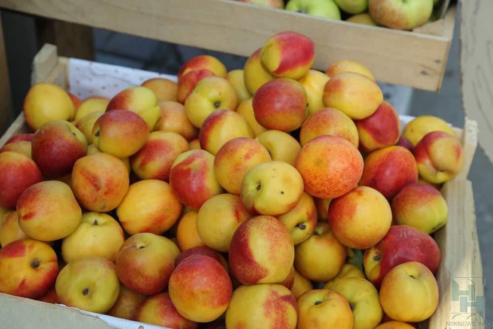 Две споловиной тонны персиков непустили вНовосибирскую область