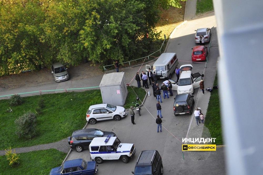 Вмашине вДзержинском районе Новосибирска обнаружили труп