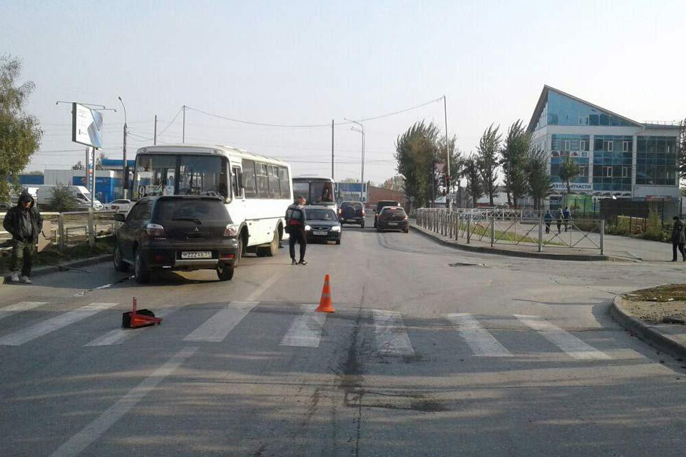 Джип сбил школьника иврезался вавтобус вНовосибирске
