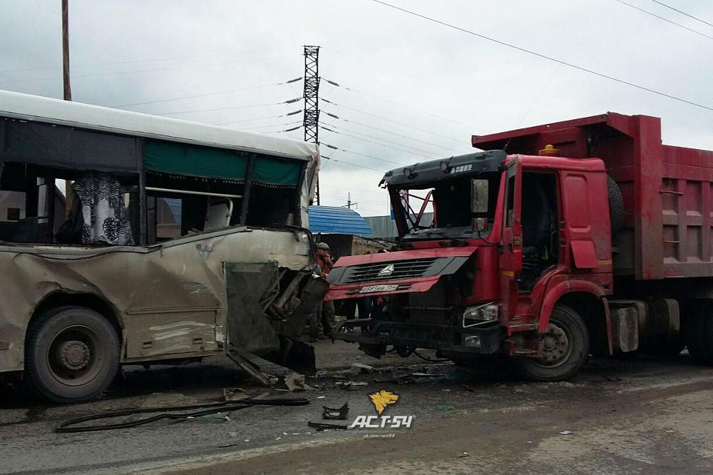 Милиция Новосибирска сказала оДТП сучастием пассажирского автобуса