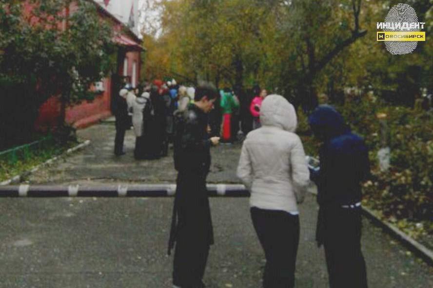 ВНовосибирске эвакуировали студентов колледжа питания