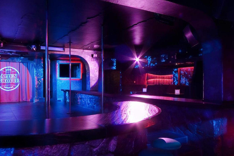 Доэтого судимый гость ночного клуба-кабаре Alpen Grotte устроил стрельбу узаведения
