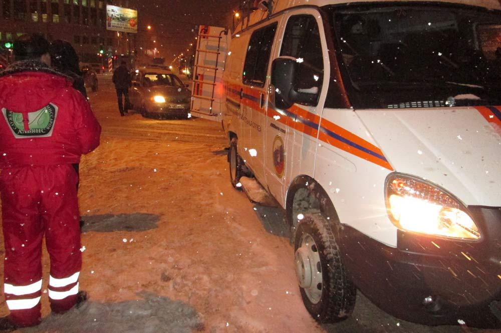 Cотрудники экстренных служб МАСС попали вДТП вНовосибирске