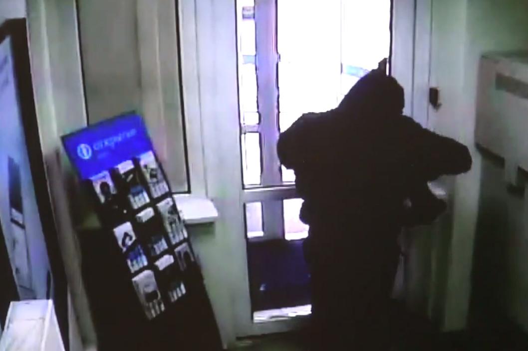 ВНовосибирске неизвестный ограбил банк