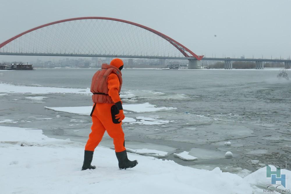 Cотрудники экстренных служб ищут тело жителя Новосибирска, который после бани нырнул вОбь