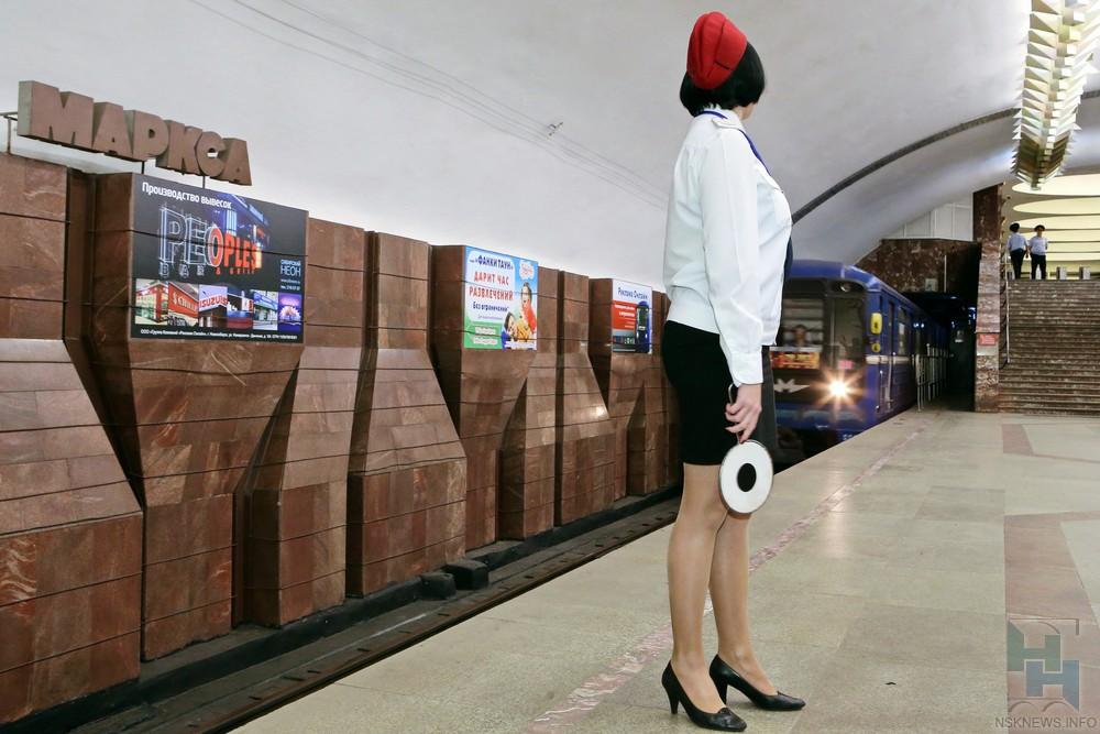 Мужчина шагнул под поезд настанции метро Площадь Маркса