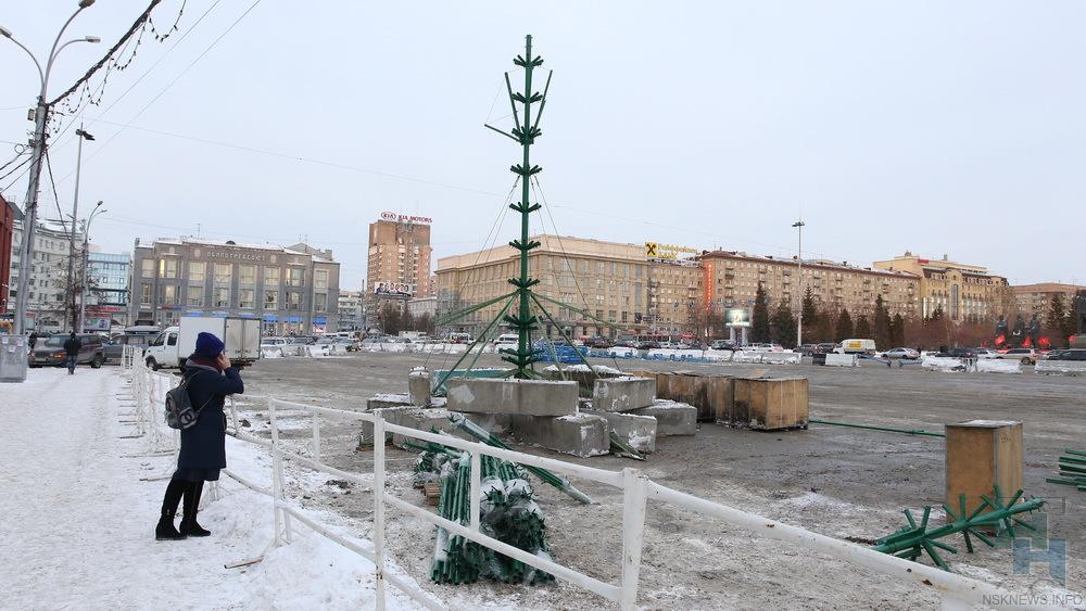 ВНовосибирске начали строить новогодний городок