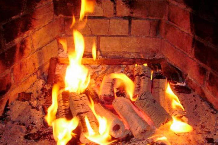 Из-за розжига печей бензином случилось 65 пожаров вНовосибирской области