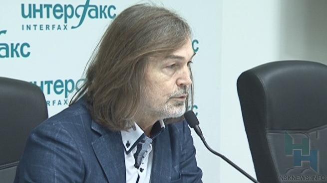 Никас Сафронов подарил губернатору Новосибирской области портрет