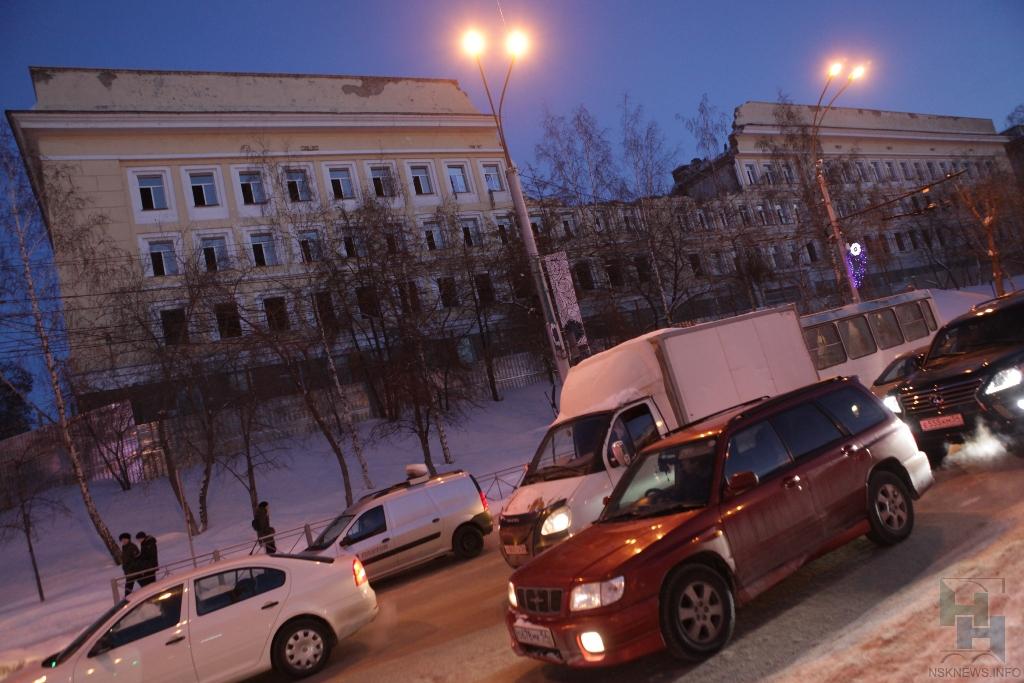 НаКрасном проспекте вгороде Новосибирске идёт реконструкция учебного корпуса ФСБ
