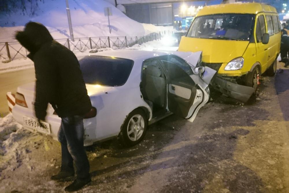 ВБердске под железнодорожным мостом иностранная машина столкнулась с«ГАЗелью»