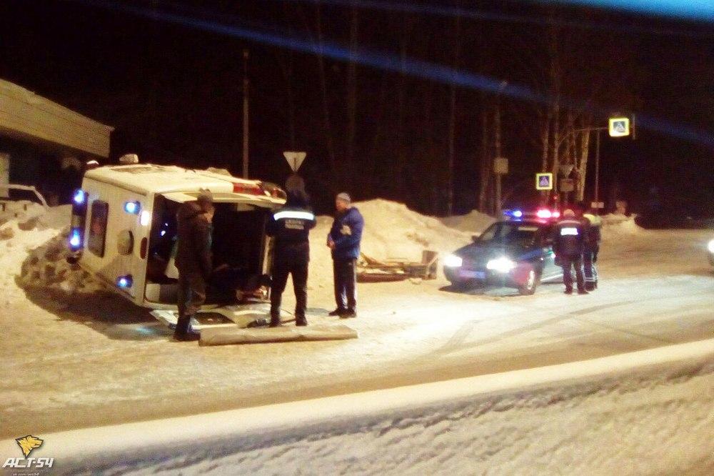 ВНовосибирской области наМочищенском шоссе опрокинулась «скорая»