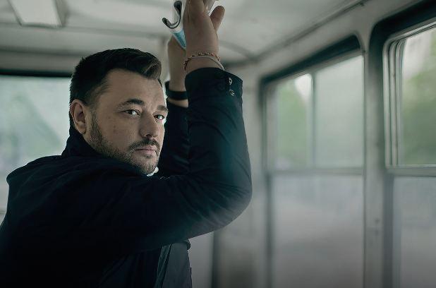 Солист «Руки вверх!» снялся наобложку нового альбома вновосибирском трамвае
