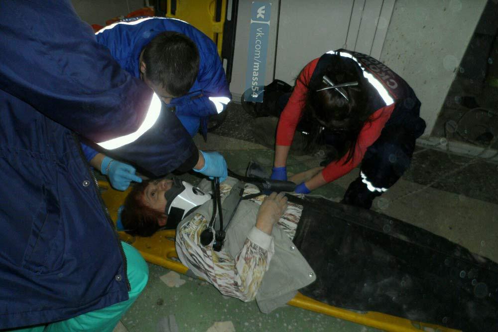 ВНовосибирске старая женщина упала вшахту лифта