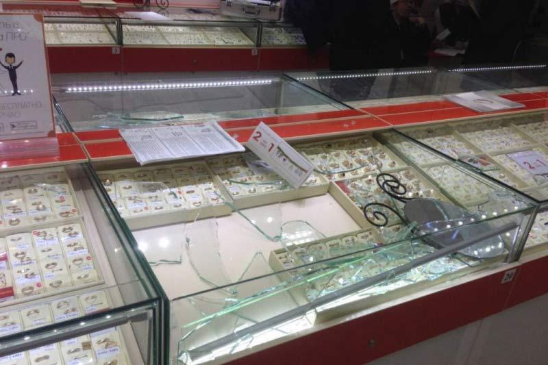 Мгновенное ограбление ювелирного магазина раскрыли вНовосибирске