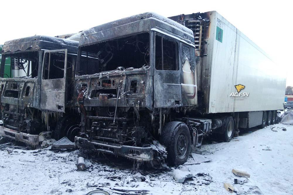 Две фуры сгорели наХилокском рынке вНовосибирске