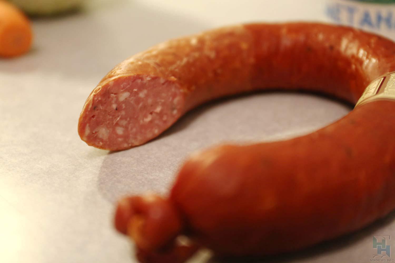 ВНовосибирске обидчик пытался похитить сприлавка колбасу ишоколад