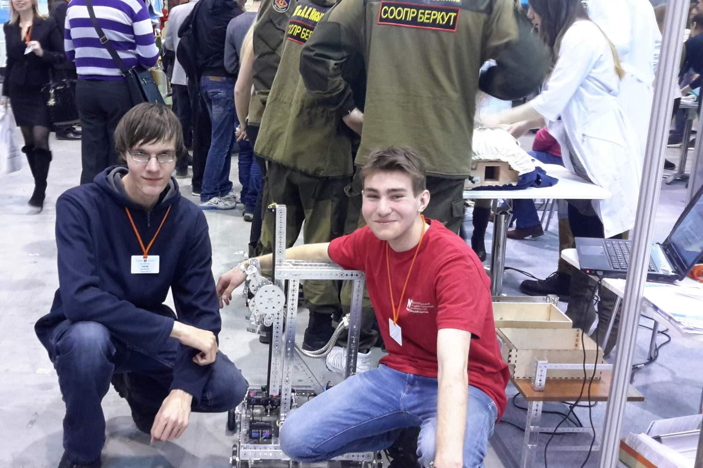 Новосибирские студенты обучают роботов искать розетки