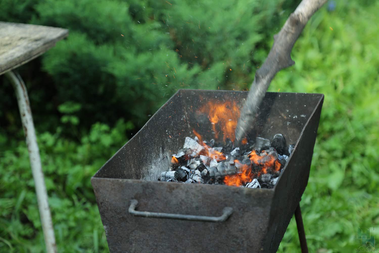 Cотрудники экстренных служб просят новосибирцев нежарить шашлыки набалконе