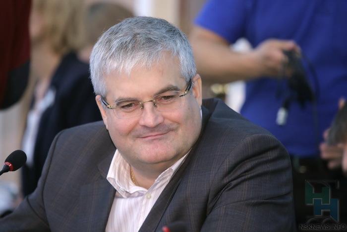 Член комиссии по градостроительству, член комиссии по городскому хозяйству совета депутатов города новосибирска.