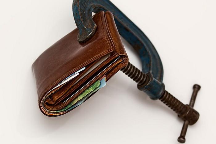 Все имущество обанкротившегося гражданина подлежит реализации через публичные торги для погашения задолженности