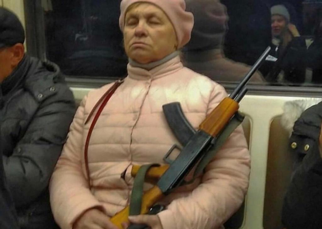 http://nsknews.info/upload/medialibrary/7c1/babulya-s-avtomatom.jpg