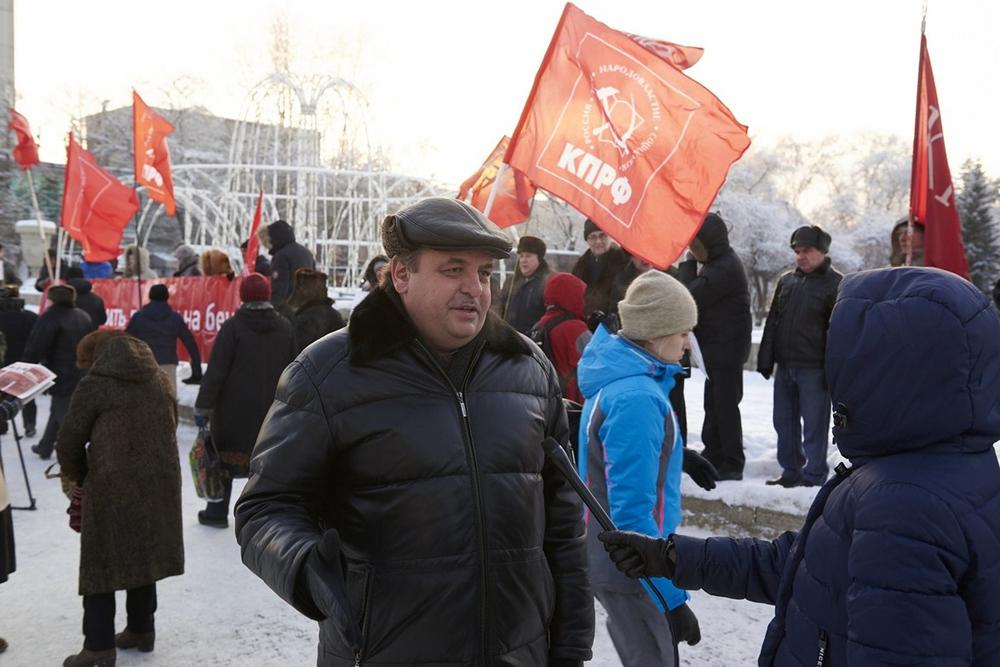 Новосибирские коммунисты протестуют против поднятия цен  набензин